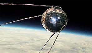 Lanzamiento del primer satélite orbital, el Sputnik l