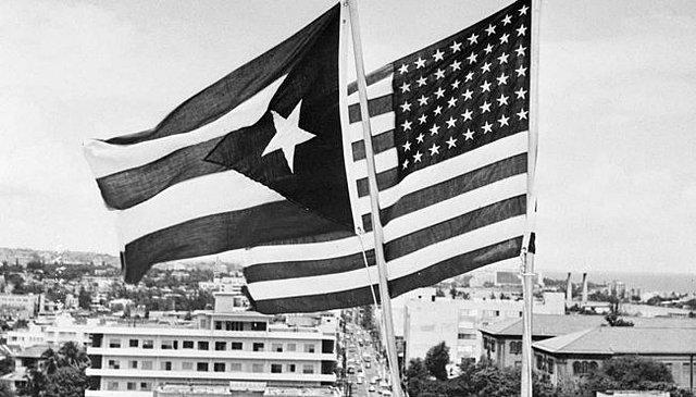 Puerto Rico decide ser Estado Libre Asociado