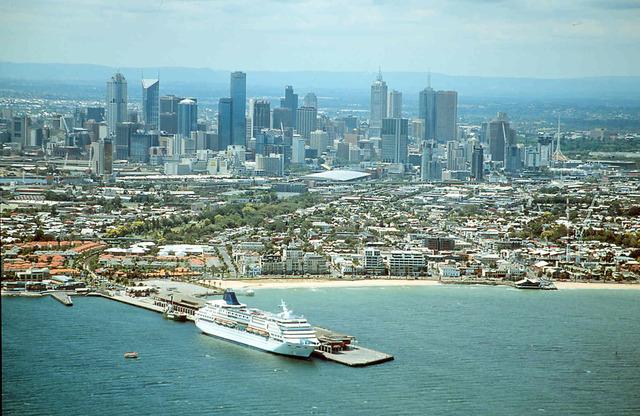 MELBOURNE POPULATION