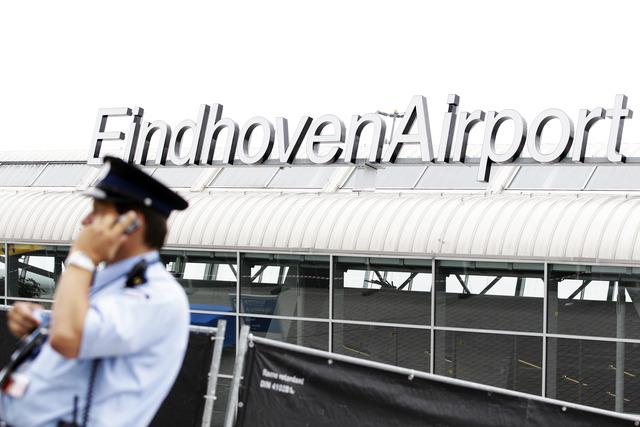 Eindhoven: Marechaussee schiet bij aanhouding Pool op Eindhoven Airport