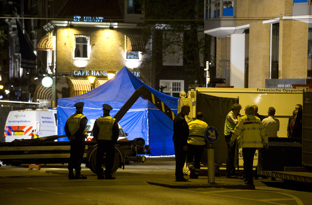 Amsterdam: Agent schiet op Spiegelgracht man dood