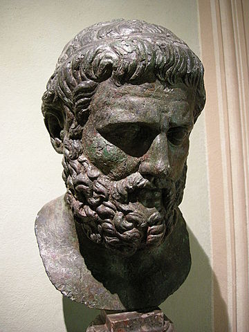 Sophokles führt in Antigone dritten Schauspieler ein