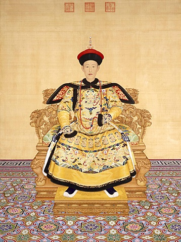 Kaiser Qianlong lädt Theatergruppen aus der Provinz nach Peking ein. Aus der Verbindung der unterschiedlichen Musikstile entsteht wenig später die Peking-Oper