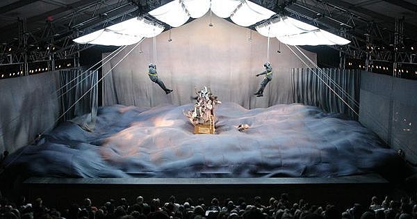 """Mnouchkine gründet das Kollektiv """"Theätre du Soleil"""" in Paris"""