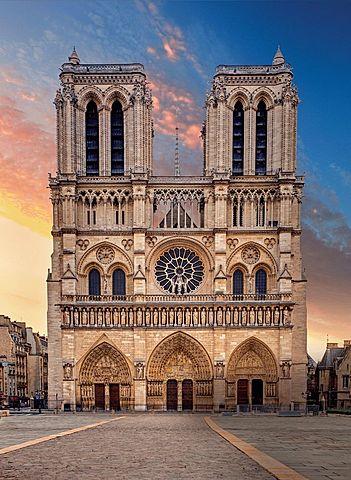 Inicio da construção da Catedral de Notre Dame, em Paris