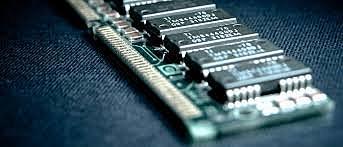 Nace la memoria RAM