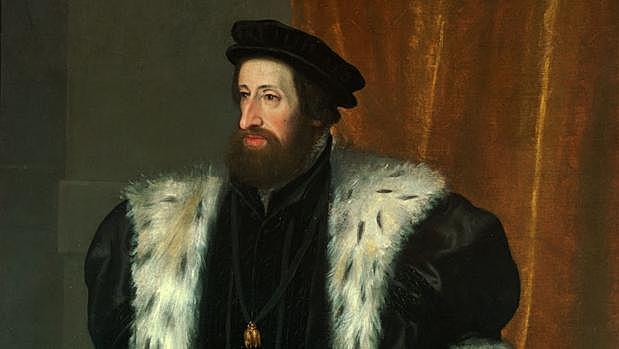 Carlos I abdica en su hijo Felipe y en su hermano Fernando. Se retira al monasterio de Yuste, donde murió en 1558.