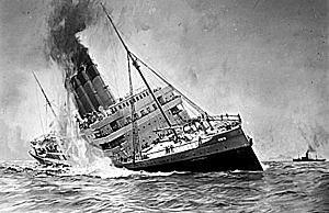 O navio Lusitânia é afundado