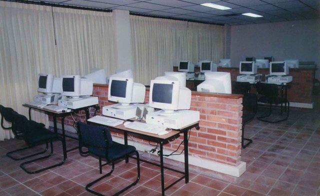 instalaciones de la sala de informatica