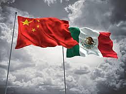 México reestablece relaciones diplomáticas con China.