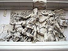 Altar consagrado a Zeus y Atenea. Escultura.