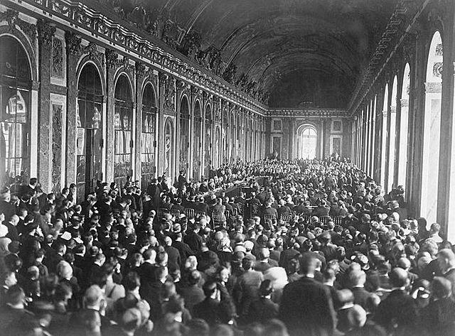 Tratado de Versalles (fin de la guerra de independencia de los Estados Unidos). España recupera Menorca y Florida.