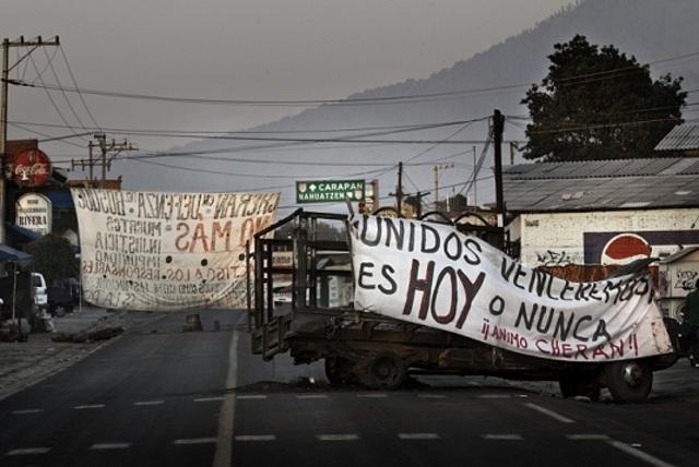 Barricadas contra el crimen organizado (Michoacan)