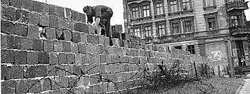 Berlinermuren bygges