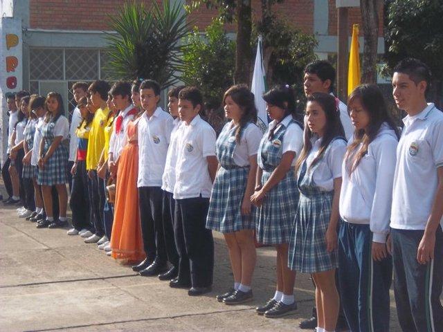 20 de julio de 2011(alumnos q isaron la bandera)