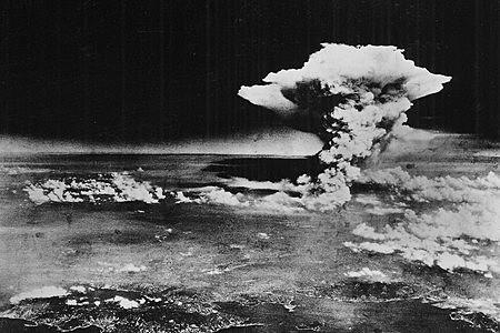 Bombe atomique d'Hiroshima et de Nagasaki.