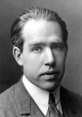 Niels Bohr. Danés, Modelo atomico de Bohr (1913)