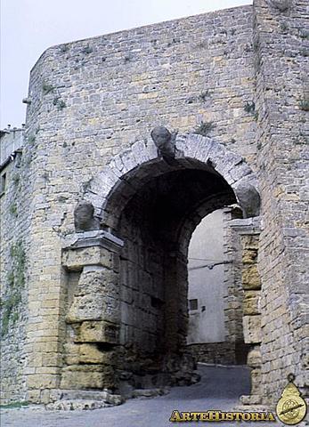 Puerta de la muralla de Volterra