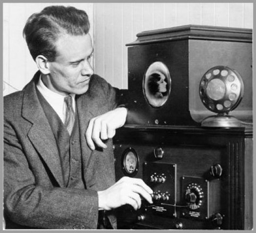 """Phil Farnsworth Transmits the first """"electric television"""" picture"""