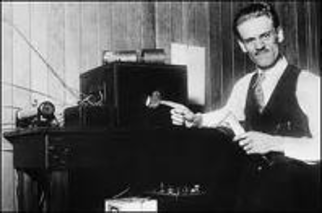 """Philo Farnsworth transmits the first """"electric television"""" picture"""