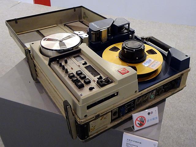Первый в мире транзисторный кассетный видеомагнитофон.