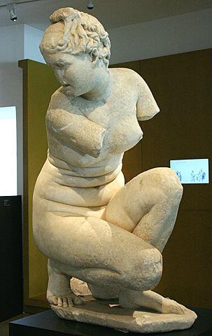 GRECIA. Afrodita en cuclillas