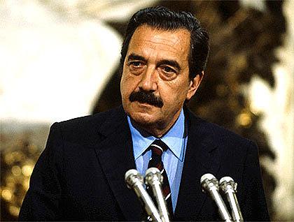 Nuevo presidente:Raúl Alfonsín