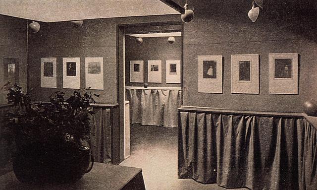 1º exposición de fotografías realizadas mediante Autocromo.