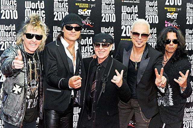 мировые туры, уход из группы...