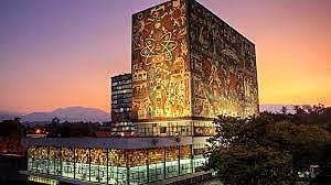 La Universidad Nacional de México fue restablecida como una institución secular.