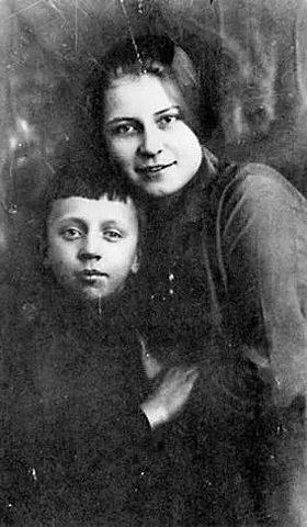 Первый брак с Анной Изрядновой