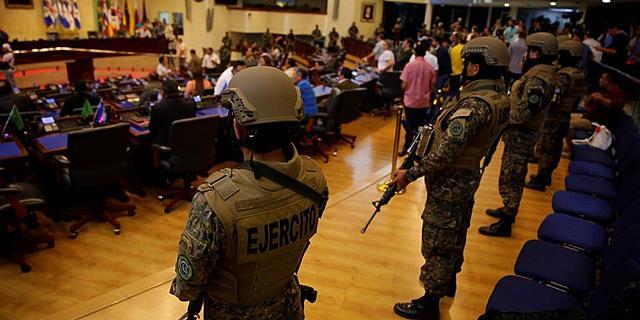 Tensión en El Salvador por militarización del país