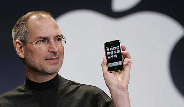 Lanzamiento del primer iPhone por Steve Jobs.