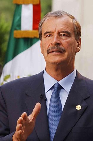 Vicente  Fox toma la presidencia