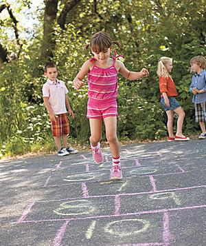 el primer record va ser veure els nens jugant a fora de casa seva