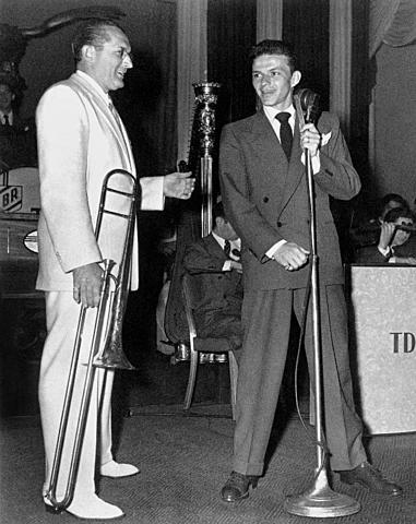 Sinatra: Orquesta de Tommy Dorsey (1940-1942) - Se define como Vocalista.