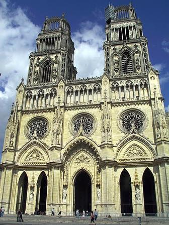 Catedral de Orleans. - en estilo Gótico tardío.