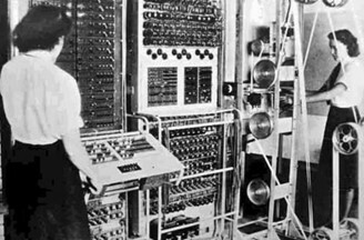 ENIAC (Eletronic Numerical Integrator and Calculator). Eletrônico.