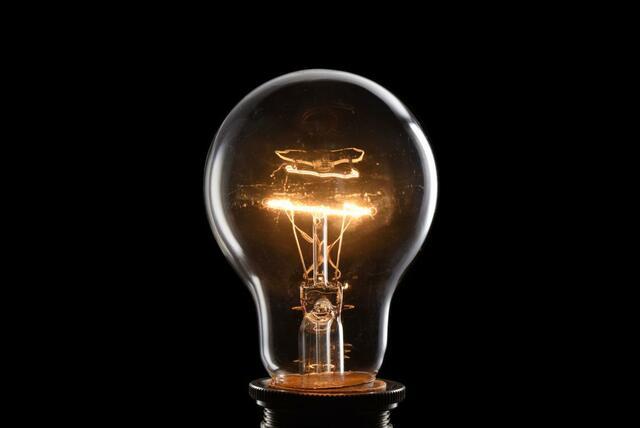 Edison inventa a lámpara eléctrica