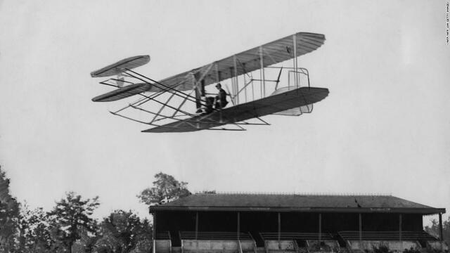 Wright invena o avión