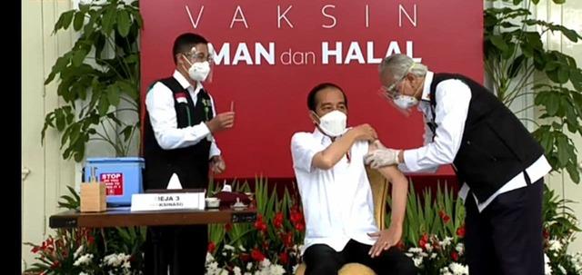 Vaksinasi Perdana Covid-19 di Indonesia