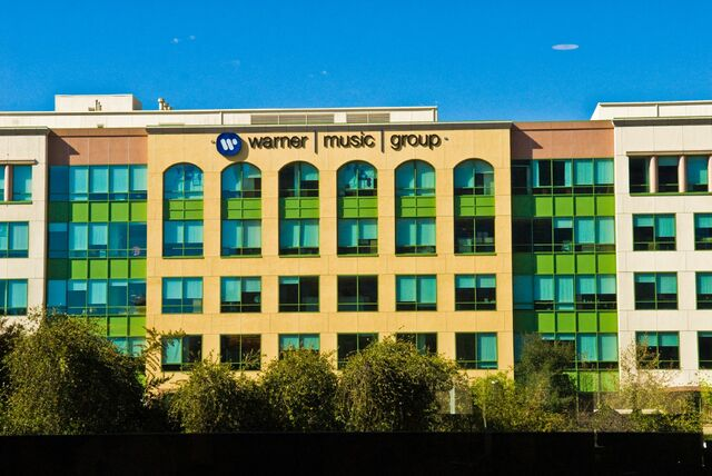 Warner Music Group. - Compañía discográfica.