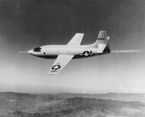 Bell X-1. 1º en superar la velocidad del sonido.- Mach 1,05.