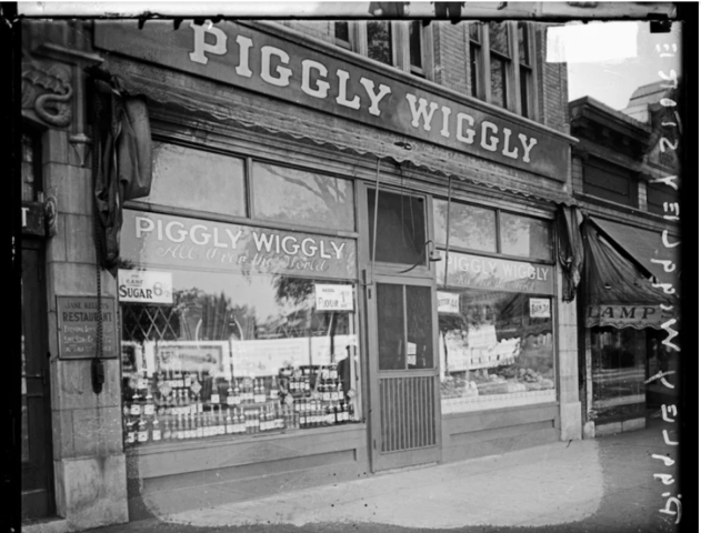 Piggly Wiggly, the America's First Modern Supermarket Opens