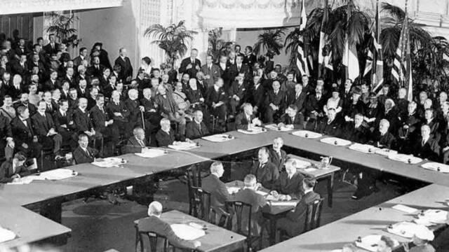 Se firma el Tratado de Versalles