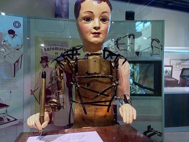 Automate dessinateur et écrivain