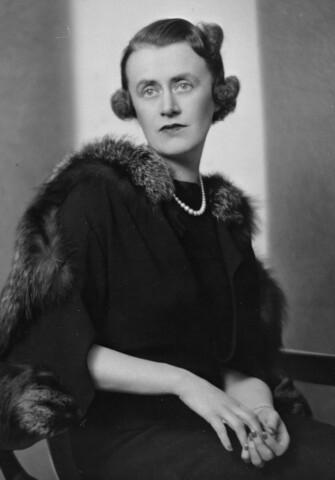 Thérèse Casgrain est nommée au Sénat canadien
