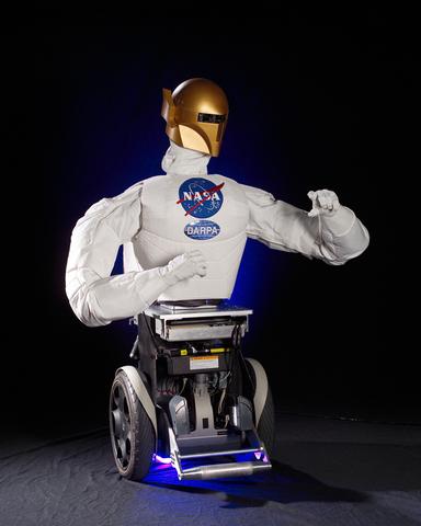 Primer robot humanoide en el espacio