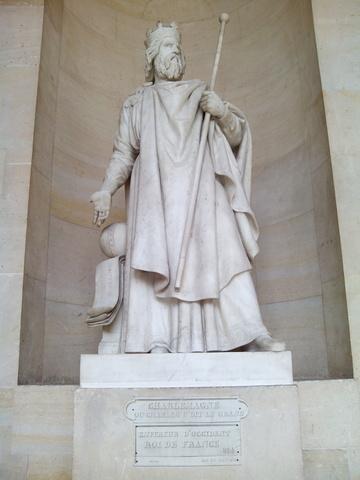 Asciende al trono Carlomagno como emperador.