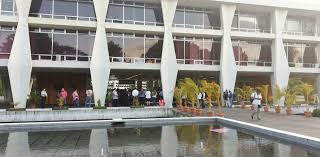 """Edificio Universitario"""